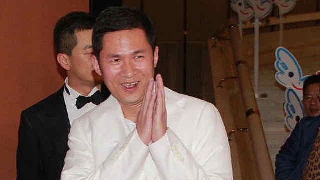 内地富商香港遇袭监控:数人持刀穷追猛砍,富商拼死逃生