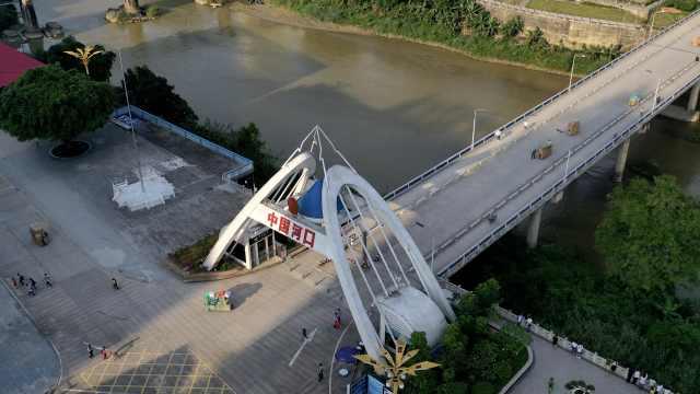 探访中越边境小城:中国老板和越南员工隔河遥望10个月