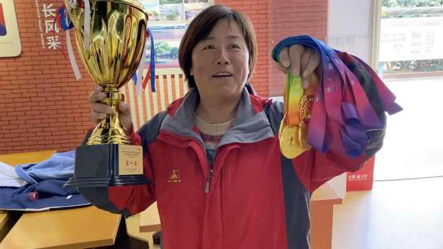 小学田径教练半路出家教足球,带队斩获六连冠