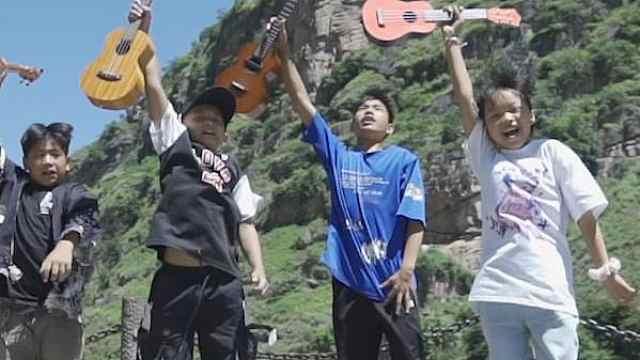 网络纪录片《追光者:脱贫攻坚人物志》:尤克里里吧!少年