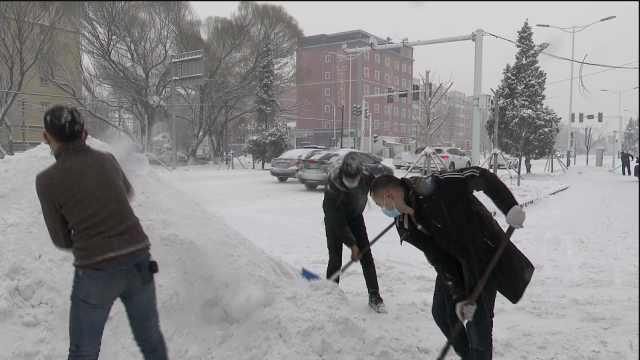 新疆伊犁多地暴雪,公安交警电力环卫各部门全员备战