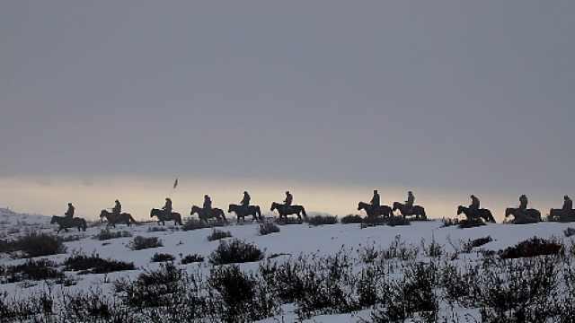 边疆最美背影!骑兵队零下30度极寒天气里骑马巡逻