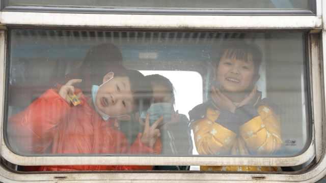 """成渝铁路线上的""""绿皮车"""" 开了近70年,最低票价仅2元"""