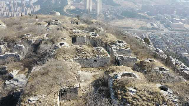 济南这座山顶藏着神秘古寨,石屋100多间四周是悬崖峭壁