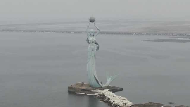 中国首个海上雕塑鲅鱼公主像,高达60米用钢600吨