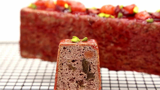 覆盆子胭脂磅蛋糕:喜气洋洋,生日佳节婚宴可备