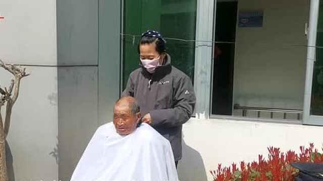 徐州大姐9年义务为五保老人理发:忘不了他们的眼神和笑容