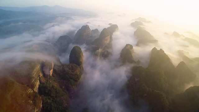 湖南崀山现云海奇观,云雾飘渺如水墨画卷
