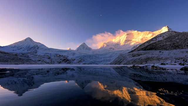 70秒带你体验萨普神山的一天:星河璀璨、日照金山、云海翻涌