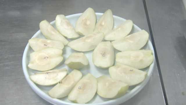 香梨还能涮火锅?西汉张謇带来梨种,库尔勒人民解锁花样吃法