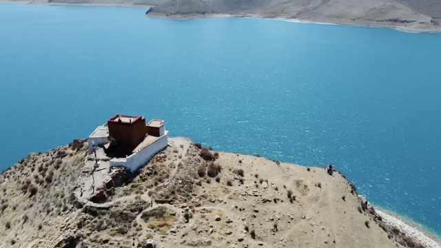 """一僧一寺一孤岛!东北小伙远赴西藏体验""""最孤独寺庙"""""""