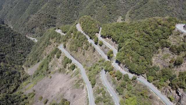 皖南川藏线形似秋名山,六道大弯依山傍水看梯田