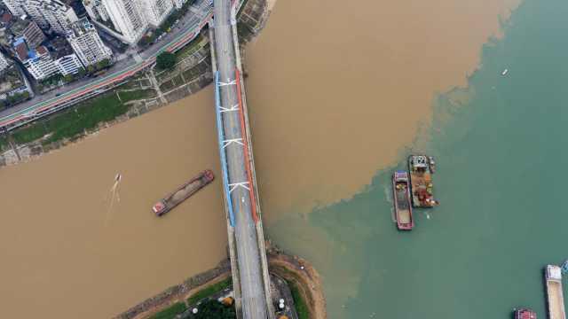 一边碧绿一边混黄,广西梧州这条江为何泾渭分明?