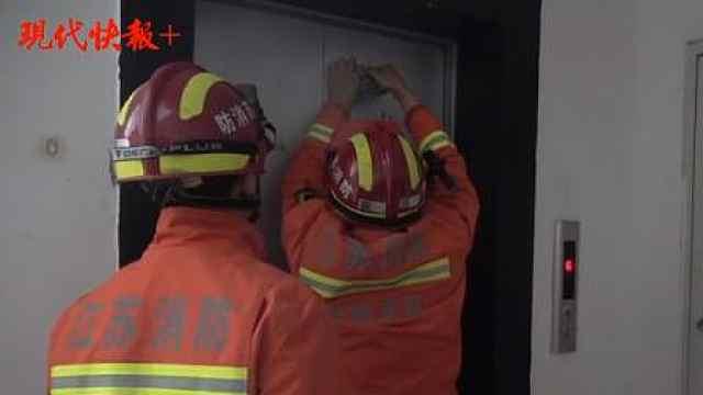 小学生乘坐电梯去上学,结果卡在了6楼半