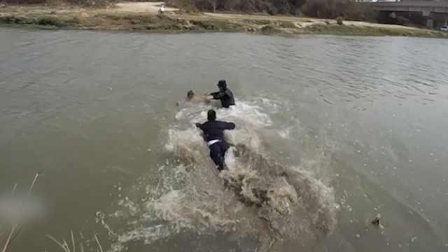超人体质?云南民警一跃5米入水救起轻生男子
