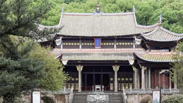 湖南浏阳一校园内有座百年文庙,至今仍是教学场所