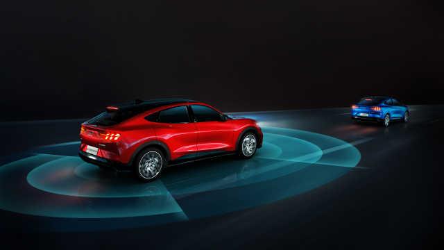 去车展看长安福特Mustang Mach-E,特斯拉Model Y还香吗?