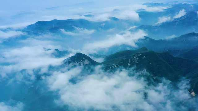 云台山雨后现云海奇观,云涌峰浮似仙境