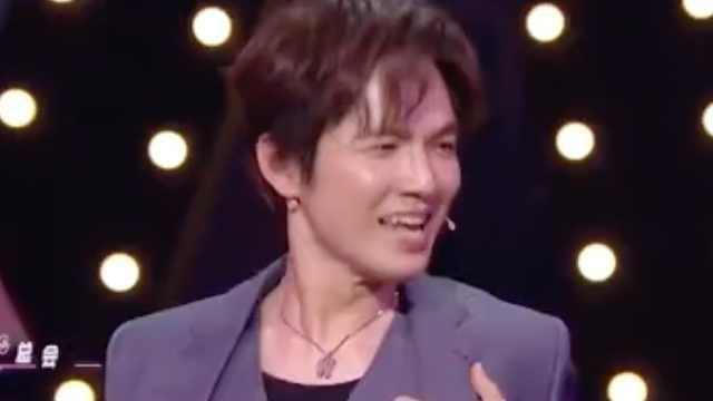 《王牌对王牌》:钟汉良、关晓彤演唱《处处吻》
