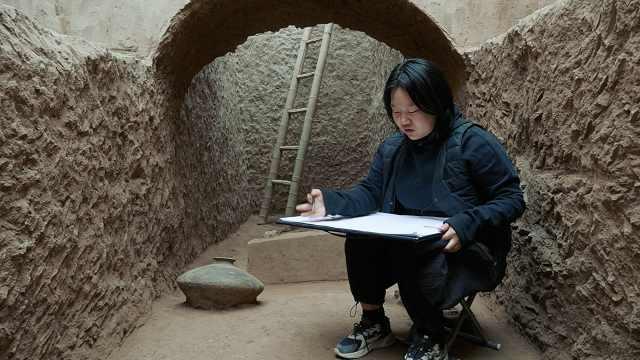 22岁女孩专为古墓画像:夏晒冬冻,记录每件文物信息