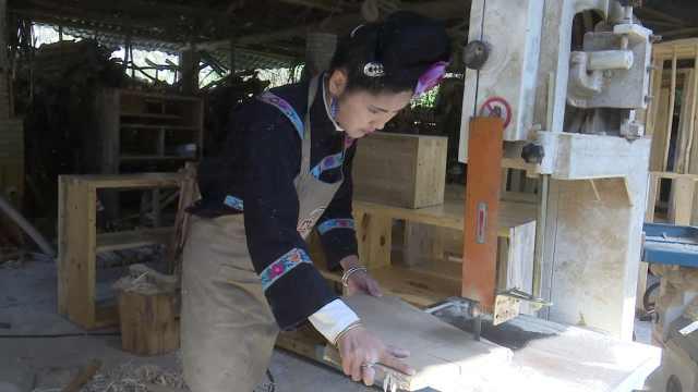 """女大学生回乡当木匠,把山里的""""木柴""""变成了艺术品"""