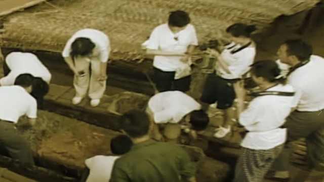 蒙古出土一古墓,墓中女尸居然穿着龙袍下葬,难道是女皇帝?