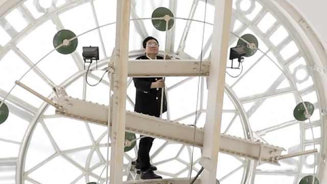 他是上海外滩最守时的人:20多年如一日守护海关大钟