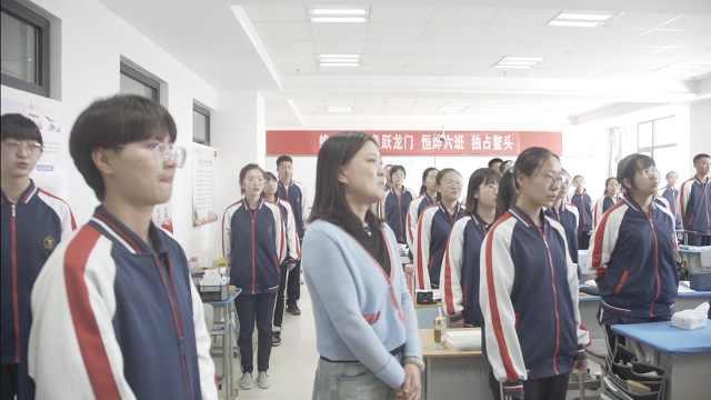 """高考生最后课上唱歌向老师""""请假"""",老师:少留作业曾被称女神"""