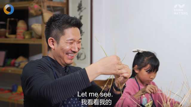 """第三只眼看杭州 传承数百年的""""奶奶的花篮""""难倒外国小哥"""