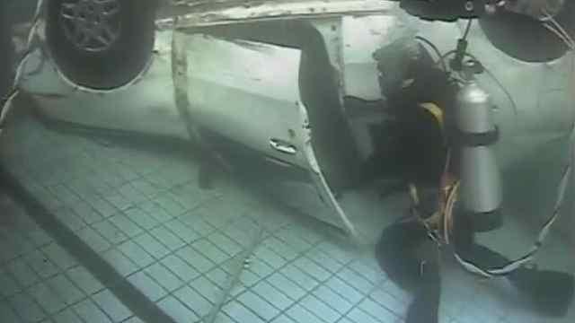 直击南京消防水上救援实战演练,人员落水两分钟救上岸