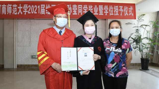 盼康复!抗癌女孩在病房补办毕业典礼,曾手绘日记感动全网