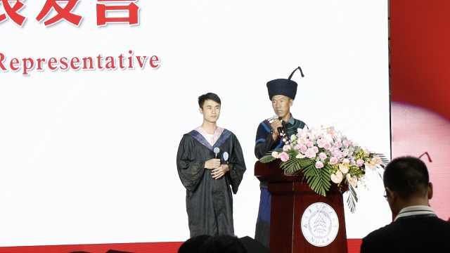 彝族小伙帮家乡脱贫,父亲首次走出大凉山参加儿子毕业典礼