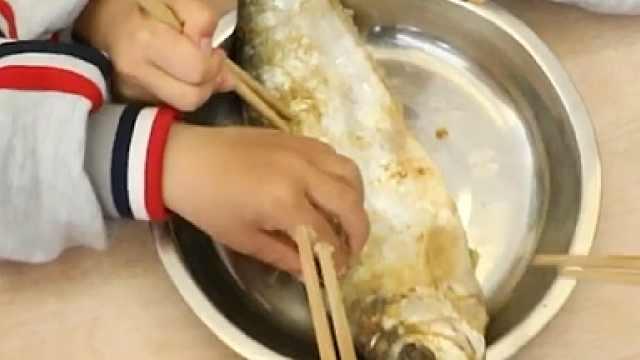 萌娃做海鲜——三抱鳓鱼