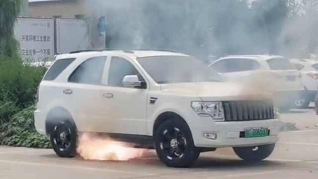 新能源车辆起火自燃,现场电火花噼里啪啦
