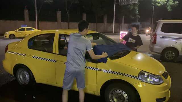 本科女生白天代驾晚上洗车,有人说是浪费教育资源