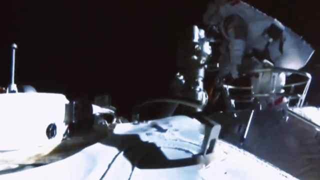 祝贺!神州十二号两名宇航员成功出舱