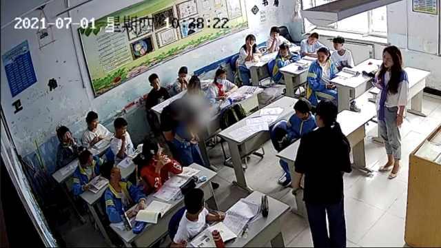 小学生喝口服液听上课铃响紧张吞了药瓶,保健教师救回1条命