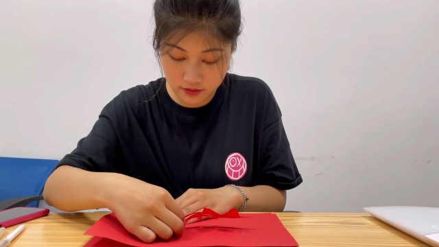 精美!空军退伍女生20天剪17架战机剪纸模型:致敬中国军人