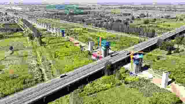 包银高铁银川绕城高速公路立交特大桥建设忙