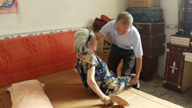 大叔照顾同族孤寡聋哑老人41年:我也会老,给儿孙做个榜样