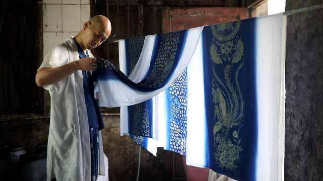 北京设计师到贵州山里学蜡染,创作蜡染衣服登上伦敦时装周