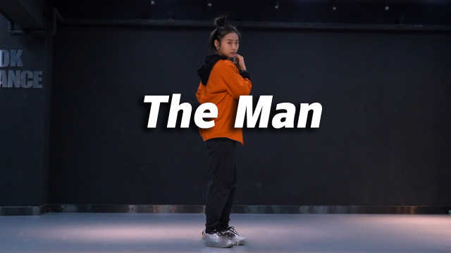 音音翻跳《The Man》,帅气翻倍