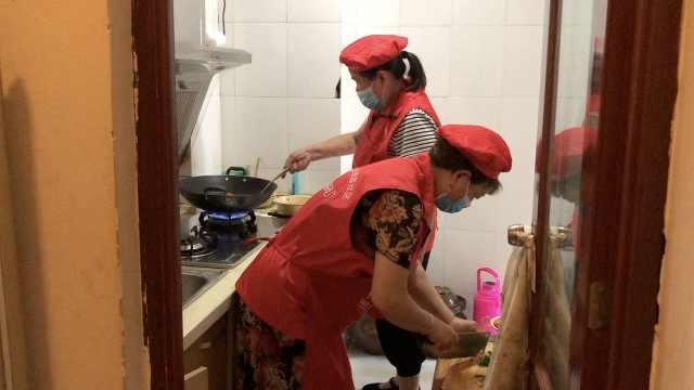 70岁嬢嬢建爱心厨房帮助孤寡老人,从一个人发展到上百人参与
