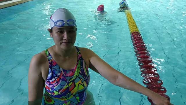 盲人怎么练游泳?残奥游泳3金获得者:头撞出包是常事