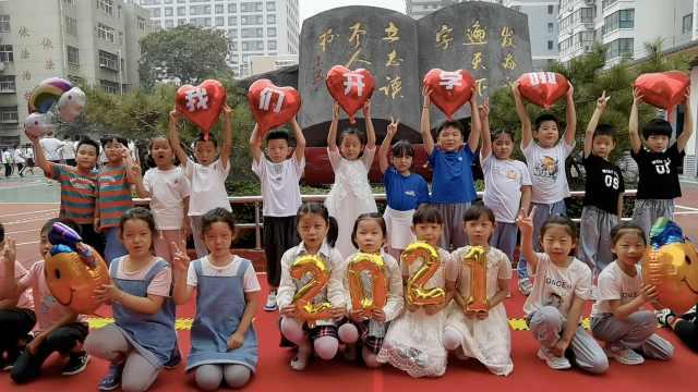 河北邯郸一所小学12对双胞胎新生报到,其中7对是龙凤胎