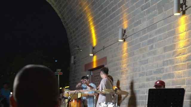 我在古城北门,用音乐来诉说对你的思念!
