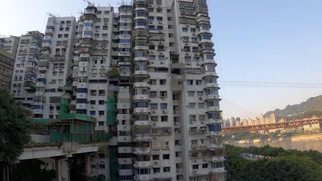 重庆一24层高楼竟没有电梯,进出复杂如迷宫,设计者揭秘原因