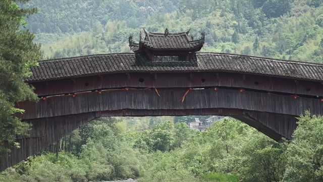 千年古桥屹立不倒,居然还能化解台风,原来只靠这150根木头