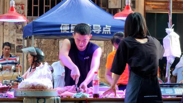 985毕业生辞职公务员卖猪肉还债:月入3万,有反差没落差