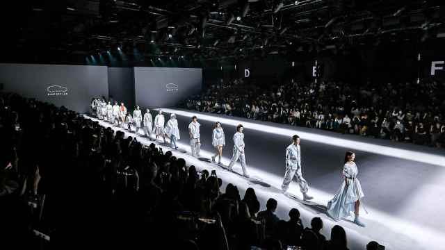蔚来时尚环保品牌首发:生产废料化身工业机能风